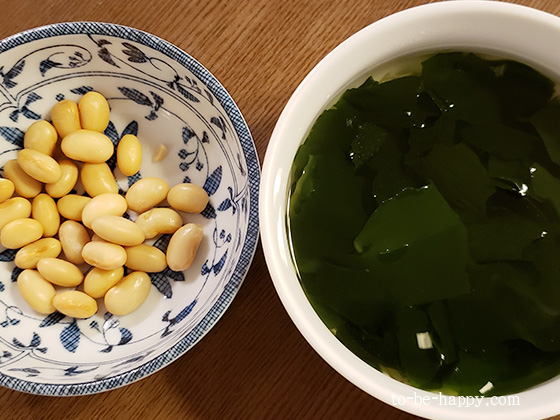 カルディ・もへじの海藻トロっとスープと大豆のトッピング
